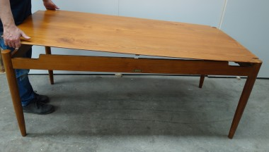 Mid-century dining table top lift